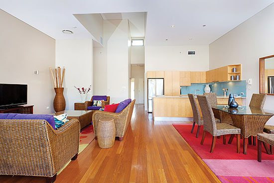 lounge accommodation in byron bay